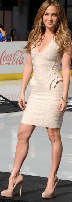 Jennifer Lopez - Cute Beige Dress