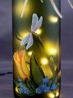 Bouteille de vin éclairée main peinte Tulip et par RecycleThyme
