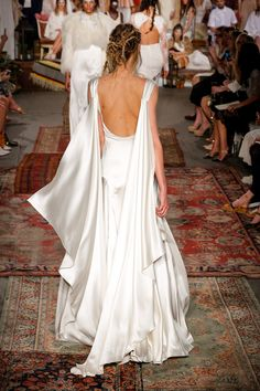 5 Wedding Dress Trends Every 2016 Bride Should Know