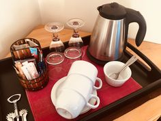 Tea and coffee making facilities Kettle, Kitchen Appliances, Tea, Coffee, Diy Kitchen Appliances, Kaffee, Tea Pot, Home Appliances, Cup Of Coffee
