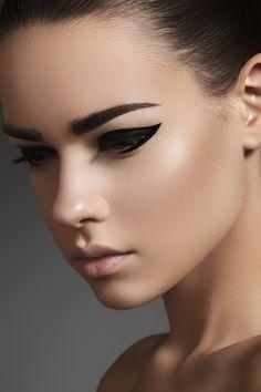 Mannequin Skin + Bold Liner