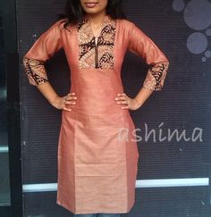 Silk Cotton With Kalamkari- Price African Attire, African Fashion Dresses, African Dress, Indian Fashion, Salwar Designs, Kurti Neck Designs, Kurta Designs Women, Dress Neck Designs, Blouse Designs