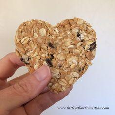 peanut butter oatmeal hearts Bachelor Night, Heart Shaped Cookie Cutter, Peanut Butter Oatmeal, Vegetarian Chocolate, Dessert Recipes, Desserts, Homestead, Blogging, Stuffed Mushrooms