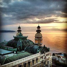 The sunrise over Monte Carlo casino! Bonjour @gdelaurentiis