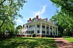 Who wouldn't want to spend a weekend getaway in the home that inspired the Southern classic movie, Gone with the Wind? | Twelve Oaks Bed and Breakfast in Covington, Georgia | Southern Living Handpicked Hotels