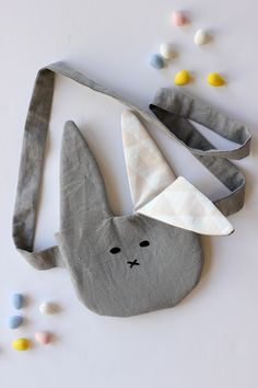 10 Free Easy Sewing Patterns for Bunnies: Round-up! - DIY Handmade Bunny Purse - from Alice & Lois Easy Sewing Patterns, Sewing Tutorials, Sewing Crafts, Sewing Projects, Tutorial Sewing, Bag Tutorials, Purse Patterns, Couture Bb, Funny Easter Bunny
