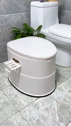 Cool Gadgets To Buy, Cool Kitchen Gadgets, Bathroom Storage Over Toilet, Flush Toilet, House Essentials, Portable Toilet, Bathroom Design Luxury, Cool Inventions, Useful Life Hacks