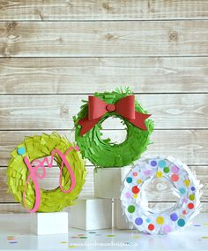 These DIY Mini Wreath Piñatas are perfect for parties, gifts, or home décor!                                                                                                                                                                                 Más