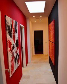 Dieser Wohnungsflur erstrahlt in kräftigen Farben wirkt aber dennoch nicht erdrückend. Wichtig bei solchen Farbkombinationen ist aber ein gut durchdachtes Farbkonzept zu haben. Paddy Artist steht Ihnen dabei jederzeit beratend zur Seite. I Paddy Artist Interiors .  . . . .  #colours #red #black #art #newlook #amazing #interior #constructiongoals #instagood #details #designgoals #newdesign #exclusivedesign #new #design #interiorgoals #artist #loveit #perfect #amazing #ilovemyjob #ideas… Instagram, Painting, Design, Home Decor, Color Combinations, Decoration Home, Room Decor, Painting Art