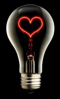 Non scagliarti contro le tenebre, ma bada, piuttosto, a tenere accesa la tua piccola lampadina.