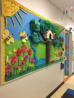 Summer Bulletin Board ideas to feed the sunny side of life - Ethinify School Board Decoration, Class Decoration, School Decorations, Toddler Bulletin Boards, Summer Bulletin Boards, Creative Crafts, Diy And Crafts, Paper Crafts, Classroom Art Projects
