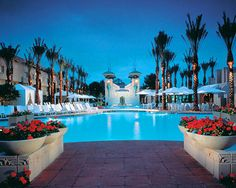 The Velvet Couch: Hotels : USA : AZ : Phoenix : Arizona Biltmore Resort And Spa http://blog.thevelvetcouch.com/2013/01/hotels-usa-az-phoenix-arizona-biltmore.html#