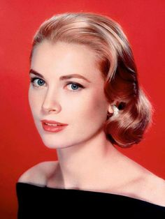 Grace Kelly is just a classic beauty :) Grace Kelly Mode, Grace Kelly Style, Hollywood Glamour, Classic Hollywood, Old Hollywood, 50s Hairstyles, Wedding Hairstyles, Widows Peak Hairstyles, Princesa Grace Kelly