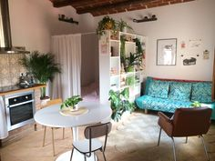 Studio Apartment Living, Tiny Studio Apartments, Studio Apartment Layout, Small Apartment Interior, Studio Apartment Decorating, Studio Living, Dream Apartment, Apartment Ideas, Studio Apartment Divider