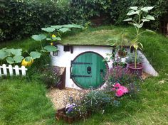 """30-year-old Ashley Yeates is not a hobbit. The Bedford, England, is a design and construction expert that's much too big to be a hobbit, although rumor has it his feet might be just as hairy–but despite these shortcomings, he decided to build a """"hobbit hole"""" in his garden, a project that took almost a year to complete. After a tree died in the yard, he decided a hole was just the thing to take its place!"""