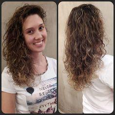 Mais um cacheado iluminado!  Hairstylist Jonas Colorist Brunno Moreno  #Retro #Eusouretro #Retrô #cabelo #cachos #colorist #colorimetria #augusta #ombrehair #ombré #louros #louroiluminado #client #semfiltros #lourodossonhos #loirobege #desabado #vivaessaexperiencia #semfiltros #wella #wellaprofessionals #wellahair #wellaillumina