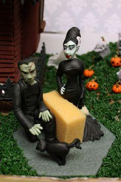 just Frankenstein and his Bride Bride Of Frankenstein, Custom Cakes, Garden Sculpture, Icing, Urban, Halloween, Creative, Outdoor Decor, Personalized Cakes
