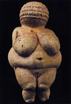 Dit is de kunst van de boeren. Dit heet Venus van Willendorf. Dit is genoemd naar een plaats in Oostenrijk.