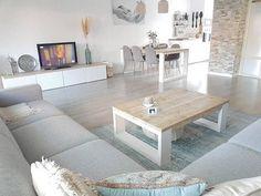 Denizi sahili anımsatan bir ev tasarlayan @homenummer19 İskandinav stili yorumlamış. Dingin ve berrak olduğu kadar doğal da bir ev dekore etmiş. Harika dekor evgezmesi.com'da! (Profilimizdeki linke tık) #evgezmesicom #evgezmesi