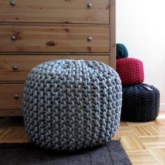 Yo quiero uno de estos pufs en cada tamaño y color para cada habitación de mi casa! (Pst, la victoria de uno!)