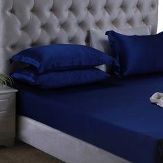 Azul, Para disfrutar de una vida de lujo, necesitas la #seda para dar realce a tu dormitorio. Nuestras sábanas bajeras ajustables de seda, con una profundidad de 26 cm y esquinas elásticas, van a coincidir perfectamente con tu cama. Nuestra seda de #morera de alta calidad será un obsequio excelente para las personas que padezcan de alergias, trastornos de la piel o sofocos. De: https://www.oosilk.com/es/silk-fitted-sheets-c.html