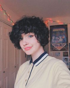 Girl Short Hair, Short Curly Hair, Curly Hair Styles, Different Hairstyles, Cute Hairstyles, Hair Inspo, Hair Inspiration, Androgynous Hair, Shot Hair Styles