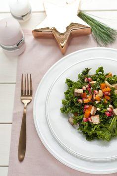Grünkohlsalat mit Tofu, Granatapfel und Nüssen - vegan
