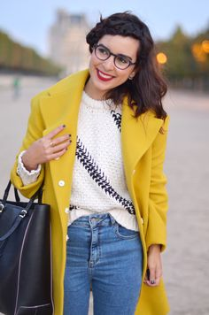 great coat -- definitely my color, and i like it with blue jeans Hello It's Valentine, Yellow Jackets, Yellow Coat, Marie Osmond, Yellow Brick Road, Cold Weather Fashion, Fairy Godmother, Teacher Outfits, Clothes Horse
