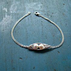 Bitte beachten Sie: aufgrund der großen Anzahl von Aufträgen, garantiert die Käufe nach 5. Dezember nicht zu Weihnachten. Dies ist eine schöne Sterling Silber Peapod Mutter Liebe Armband. Dies kann nur für Sie angefertigt werden! Es ist so schön und einzigartig Design! Es ist ein