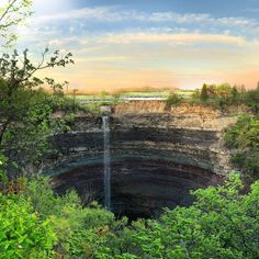 In the City of Waterfalls, there is one that undoubtedly stands out among the rest:the Devil's Punch Bowl. Located in Hamilton, this unique gorge ...