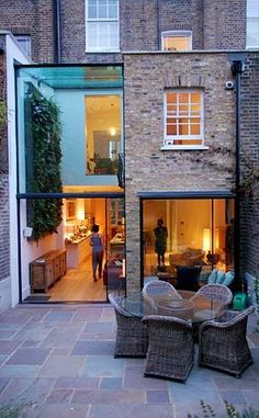 Very good two-storey rear terrace extension with double height space.london Very good two-storey rear terrace extension with double height space. Architecture Extension, Architecture Design, Fashion Architecture, Extension Designs, Glass Extension, Rear Extension, Extension Ideas, Extension Google, Brick Extension