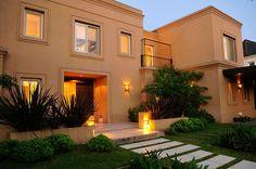 Mirá imágenes de diseños de Casas estilo moderno: EXTERIORES. Encontrá las mejores fotos para inspirarte y creá tu hogar perfecto.
