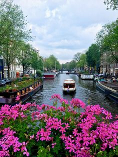 Three days in Amsterdam itinerary: Your guide to Amsterdam by a resident - Canal in Amsterdam. Planning your holiday to Amsterdam? Your perfect itinerary for Amsterdam, including what to do in three days in Amsterdam! Amsterdam Red Light District, Amsterdam City, Amsterdam Travel, Amsterdam Netherlands, Amsterdam Canals, Amsterdam Winter, Amsterdam Photos, Places To Travel, Travel Destinations