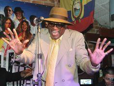 """Para encerrar o """"Jingle Jazz"""" o renomado bluesman e performer norte-americano JJ Jackson sobe ao palco da praça de alimentação do Shopping Market Place para fazer um show totalmente Catraca Livre."""