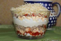 Przepisy Kulinarne: Sałatka warstwowa z tuńczykiem