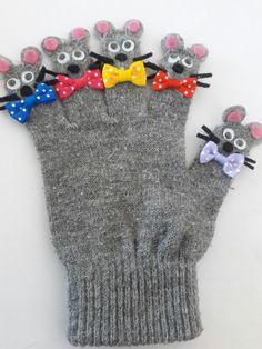 Eldiven kukla Glove Puppets, Felt Puppets, Kits For Kids, Projects For Kids, Crafts For Kids, Felt Crafts Patterns, Diy Quiet Books, Alphabet Crafts, Felt Decorations