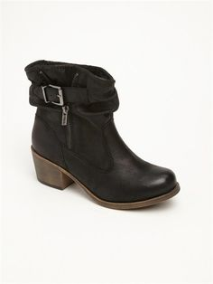 ROXY Mulberry Boots- My sweet sweet boyfriend gave me these faux suede and faux shearling lined booties! LOVE!