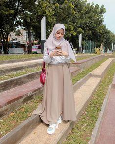 Modest Fashion Hijab, Casual Hijab Outfit, Ootd Hijab, Skirt Fashion, Fashion Outfits, Moslem Fashion, Hijab Fashion Inspiration, Woman, Muslim Fashion