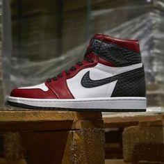 Air Jordan 1 Retro High Satin Snakeskin CD0461-601 Sneakers Fashion, Fashion Shoes, Newest Jordans, Air Jordan Shoes, Jordan 1 Retro High, Shoe Collection, Air Jordans, Kicks, Footwear