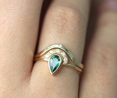 http://rubies.work/0166-ruby-rings/ 24 Gorgeous Emerald Engagement Rings for the Alternative Bride via Brit + Co.