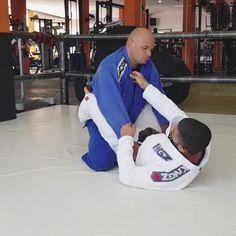 jiu jitsu scissor sweep : BJJ Technique training, drill the jiu jitsu scissor sweep. Mixed Martial Arts Training, Martial Arts Workout, Boxing Workout, Jiu Jitsu Training, Mma Training, Strength Training, Self Defense Moves, Self Defense Martial Arts, Martial Arts Styles