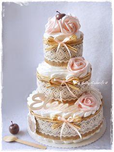 Gâteau de couches écologiques pour le baptême de bébé ou à offrir en cadeau de naissance, personnalisable au choix du prénom.
