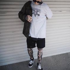 Regardez cette photo Instagram de @igortepliakov • 2,570 mentions J'aime Short Outfits, Casual Outfits, Fashion Outfits, Skateboard Fashion, Grunge Outfits, Poses For Men, Photo Instagram, Mens Clothing Styles, Streetwear Fashion