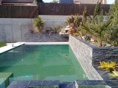Piscina de obra de gresite verde Swimming Pool Steps, Outdoor Decor, Home Decor, Pool Steps, Pools, Spaces, Green, Places, Decoration Home