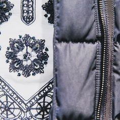Die wunderschöne Tunika von #toryburch kombiniert zu einem Daunenmantel von #moncler. 💕💕💕  .  .  .  #sailerstyle   #musthave   #sailerseefeld   #fashionaddict   #welovefashion   #swag  #fashionmagazine   #ilike   #onlinestore   #onlineshop   #shopping   #shoppingaddict   #fashionstore   #seefeldintirol   #fashion   #look   #style   #outfitoftheday   #shoeoftheday   #justgoshoot   #fashioninsta   #OOTD   #OOTN   #fashionblogger   #styleblogger   #2k17 Tory Burch, Rock Revival, Moncler, Behind The Scenes, Swag, Ootd, Store, Fashion, Tunic