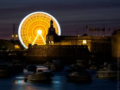 avril 2017 | grande roue et Ville Close  - à Concarneau en soirée  - 22 avril 2017   © Paul Kerrien https://en-photo.fr Finistère Bretagne