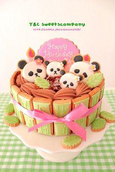 Panda cake! Cool use of cookies and cake