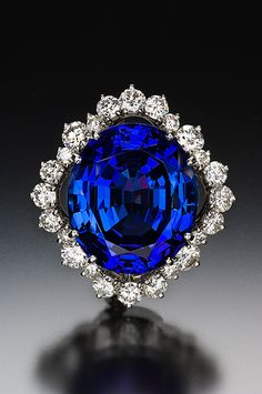 Tanzanite and diamond brooch, 33.55 ct, 22.03 x 19.06 x 11.34 mm, in a platinum setting by Claus Vollrath. The diamonds have a tcw of 2.60. (Photo: Jeff Scovil)
