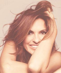 Love her on Law and Order SVU as Olivia Benson Celebrity Crush, Celebrity Photos, Beautiful People, Beautiful Women, Olivia Benson, Mariska Hargitay, Law And Order, Famous Faces, Along The Way