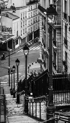 It's easy to eat cheaply in Paris. Eating out in Paris does not have to be an expensive or an extravagant thing - you can eat well and very cheaply if you Paris Black And White, Black And White Picture Wall, Black And White Pictures, Gray Aesthetic, Black And White Aesthetic, Black Aesthetic Wallpaper, B&w Wallpaper, City Photography, Winter Photography